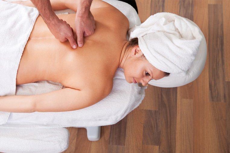 Как сделать массаж спины мужчине (видео уроки по) 34