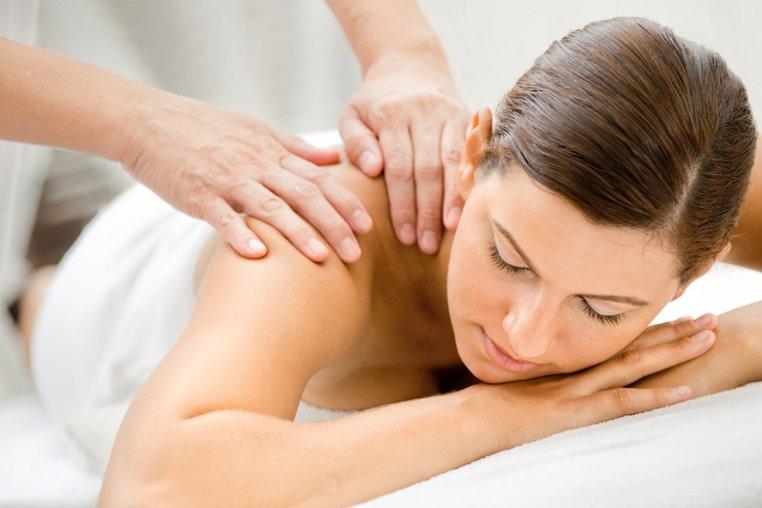 Как правильно делать массаж спины и шеи лечебный. Видео