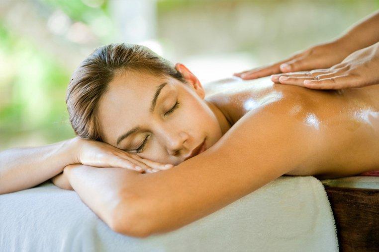 Как правильно сделать массаж позвоночника при остеохондрозе