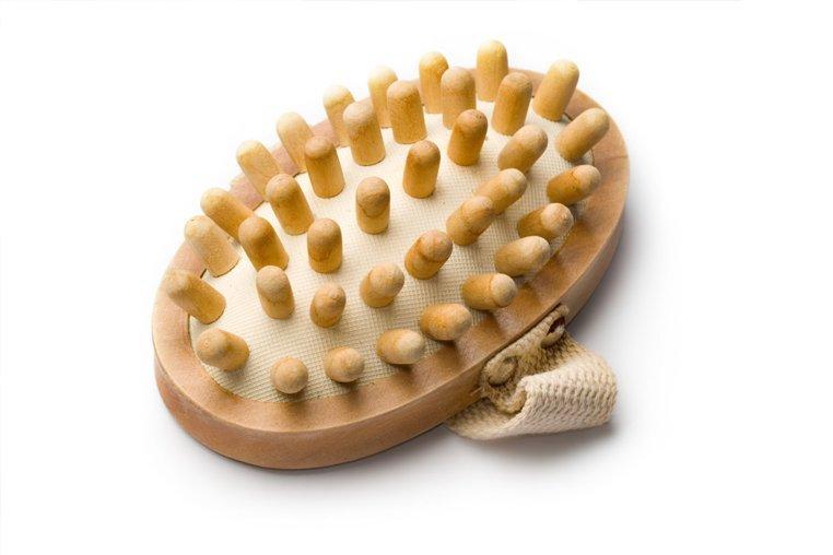 Как делать массаж сухой щёткой и есть ли от него толк - Лайфхакер
