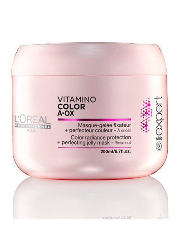 Маска для окрашенных волос Vitamino Color A-OX LorealМаски для окрашеных волос<br>Маска предназначена для интенсивного преображения волос. Она проникает в глубокие слои волосяного волокна и восстанавливает их от корней до кончиков. Препарат закрывает чешуйки кутикулы, обеспечивая гладкость и мягкость локонов.<br><br>Бренды: Loreal Professional<br>Вид товара: Маска для волос<br>Область ухода: Волосы<br>Назначение: Увлажнение и питание, Защита цвета<br>Тип кожи, волос: Осветленные, мелированные, Окрашенные, Сухие, поврежденные<br>Косметическая линия: Линия Vitamino Color A-OX для окрашенных волос