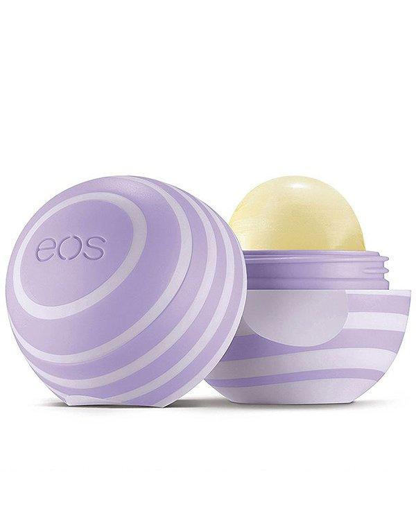 EOS Бальзам для губ Blackberry NectarБальзамы для губ<br>Уникальная новинка в линейке органических бальзамов с запахом спелой ежевики! Средство мгновенно смягчит даже самые сухие губы, сделает их более чувственными и роскошными.<br><br>Бренды: EOS<br>Область ухода: Губы<br>Назначение: Увлажнение и питание<br>Возрастная группа: Более 40, До 30, До 40