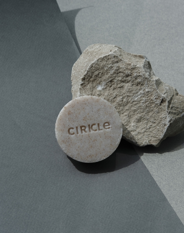 Купить Пилинг, скраб CIRKLE, Очищающее средство для лица 3 в 1 с натуральным скрабом из абрикосовой косточки (Cirkle Dew), 50 гр, ИСПАНИЯ