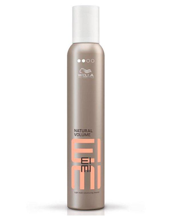 Пена для укладки легкой фиксации Natural Volume WellaПена позволяет создать невесомые объемные локоны, надолго фиксирует прическу.<br><br>Бренды: Wella Professional<br>Вид товара: Спрей, мусс<br>Область ухода: Волосы<br>Назначение: Стайлинг<br>Тип кожи, волос: Осветленные, мелированные, Окрашенные, Вьющиеся, Сухие, поврежденные, Нормальные, Тонкие<br>Косметическая линия: Линия Wella Eimi стайлинга