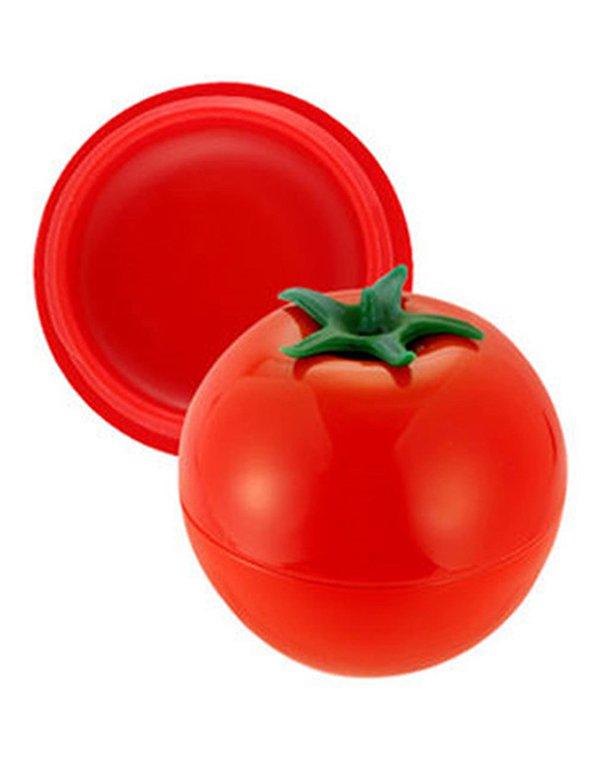 Бальзам Tony MolyДекоративная косметика для губ<br>Бальзам прекрасно увлажняет и питает нежную кожу губ, защищая их от сухости и шелушения. Он &amp;lt;br /&amp;gt;<br>обогащен экстрактом томата.<br><br>Бренды: Tony Moly<br>Вид товара: Бальзам<br>Область ухода: Губы<br>Назначение: Увлажнение и питание, Ежедневный уход, Восстановление и защита