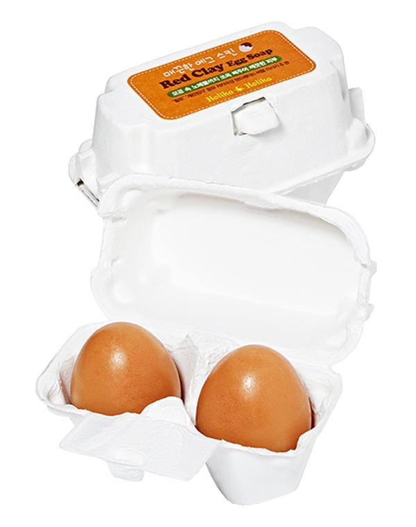 Мыло-маска Red Clay Egg Soap с красной глиной, Holika HolikaОчищающие маски <br>Мыло разработано для ухода за смешанной кожей. Оно содержит красную глину, которая прекрасно устраняет воспаления, сужает поры и выравнивает тон лица.<br><br>Бренды: Holika Holika<br>Вид товара: Маска<br>Область ухода: Лицо, Шея и подбородок<br>Назначение: Очищение и демакияж<br>Тип кожи, волос: Жирная и комбинированная, Увядающая<br>Возрастная группа: До 30, До 40