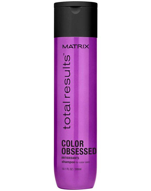 Шампунь MatrixШампуни для окрашеных волос<br>Шампунь для ухода за окрашенными и поврежденными волосами. Делает волосы мягкими и шелковистыми. После использования волосы приобретают здоровый и ухоженный вид за счет интенсивного восстановления структуры. Защищает цвет от вымывания.<br><br>Бренды: Matrix<br>Вид товара: Шампунь<br>Область ухода: Волосы<br>Назначение: Защита цвета, Восстановление и защита<br>Тип кожи, волос: Осветленные, мелированные, Окрашенные, Сухие, поврежденные<br>Косметическая линия: Линия Total Results Color Obsessed для окрашенных волос с антиоксидантами<br>Объем мл: 300
