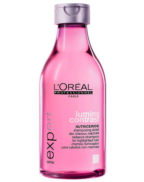 Шампунь блеск и сияние Lumino Contrast Serum LorealШампуни для окрашеных волос<br>Шампунь деликатно очищает пряди, придавая им дополнительное сияние и блеск. Уникальная формула препарата комплексно воздействует на локоны.<br><br>Бренды: Loreal Professional<br>Вид товара: Шампунь<br>Область ухода: Волосы<br>Назначение: Увлажнение и питание<br>Тип кожи, волос: Осветленные, мелированные, Окрашенные, Вьющиеся, Сухие, поврежденные, Тонкие<br>Косметическая линия: Линия Lumino Contrast Serum для блеска волос