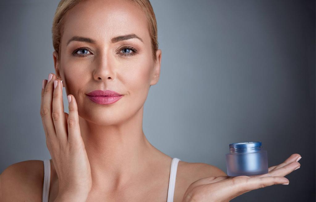Mature-woman-moisturizer.jpg